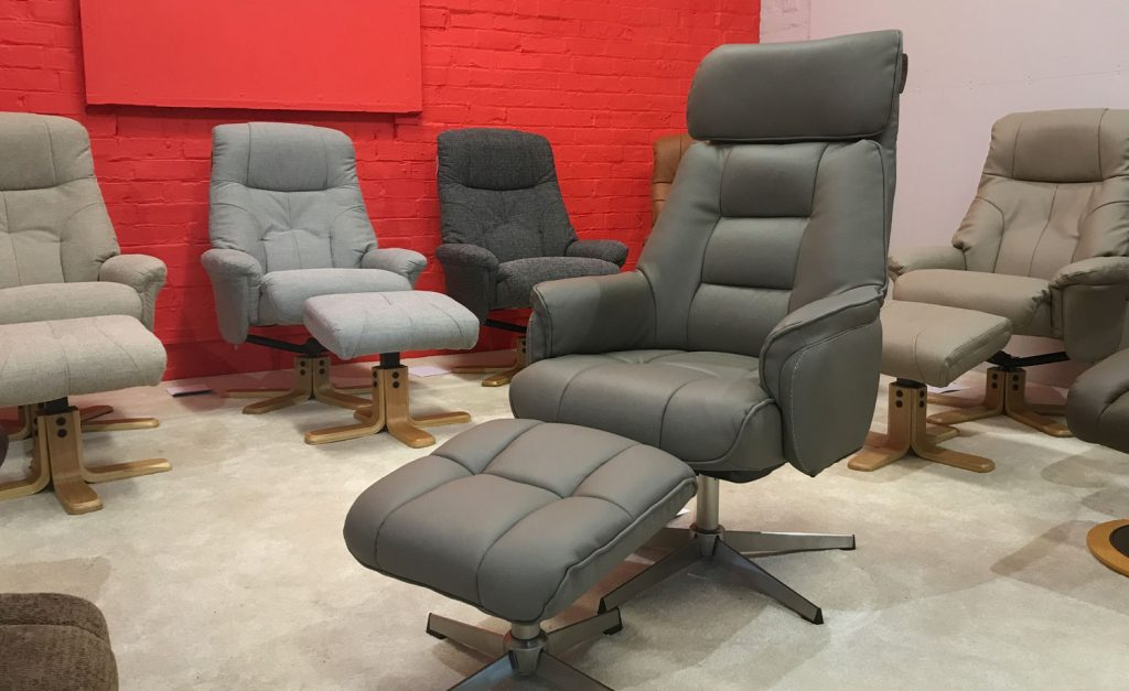 repro-centre-cosy-chairs